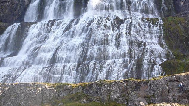 Cascada Dynjandi en los fiordos occidentales de Islandia